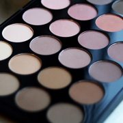 Makeup-Revolution-Palette-Ultra-Fards-A-Paupires-32-Teintes-Mat-parfait-0-3