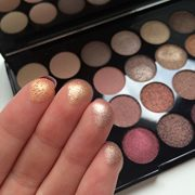 Maquillage-Revolution-Palette-32-ombres--paupires-Brillants-et-Mats-Nudes-Flawless-0-2